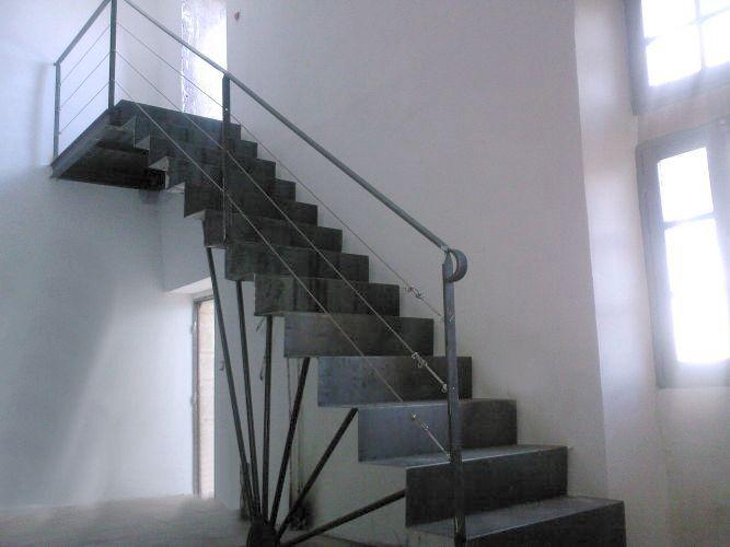 Poterie mireille chopin ferronnerie pergolas portail for Fenetre escalier